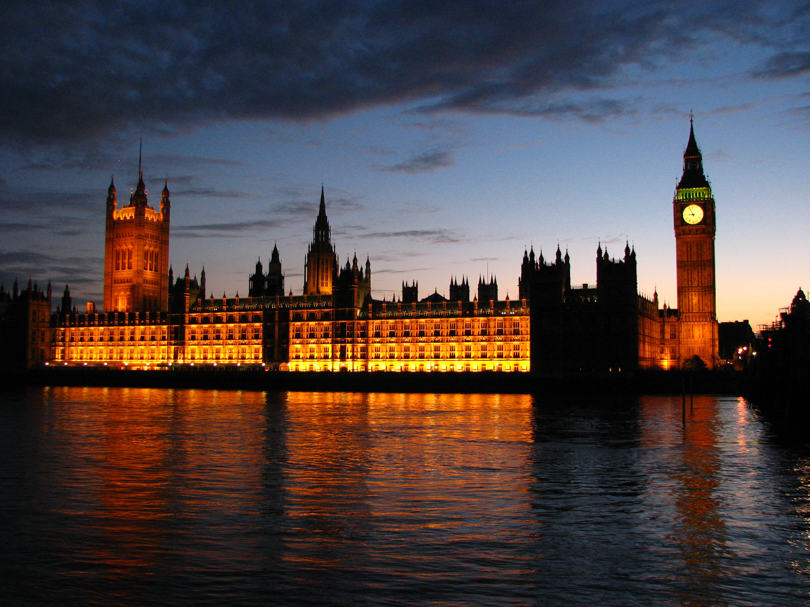 Palace_of_Westminster_at_sunset (1)