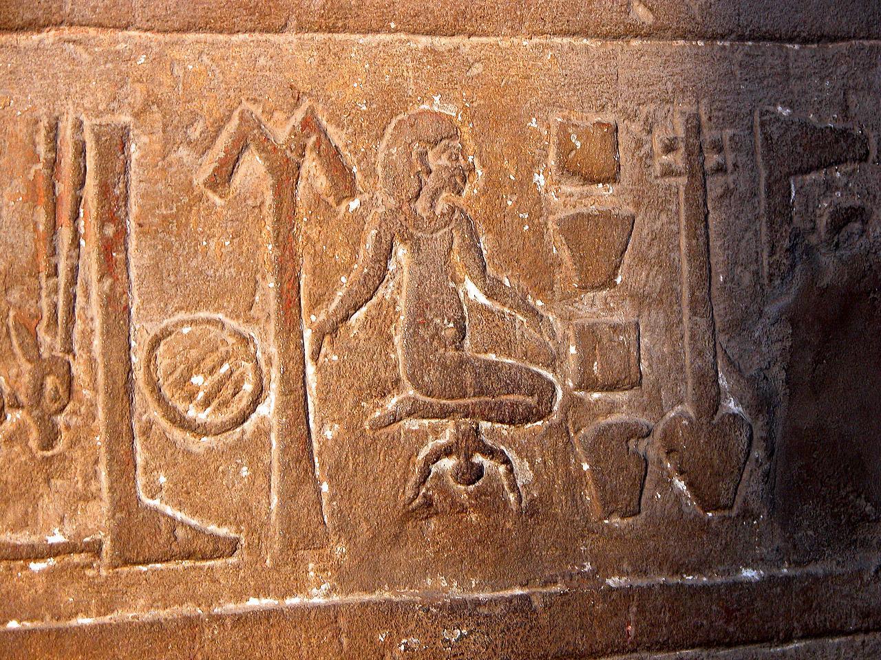 Porod dítěte. Některé Egypťanky se snažily o to, aby je podobná událost vůbec nepotkala.