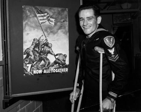 Poslední z amerických vojáků na fotografii - John Bradley, zemřel v roce 1994.