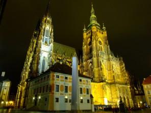 Praha,_Pražský_hrad,_JZ_strana_katedrály_SV_Víta