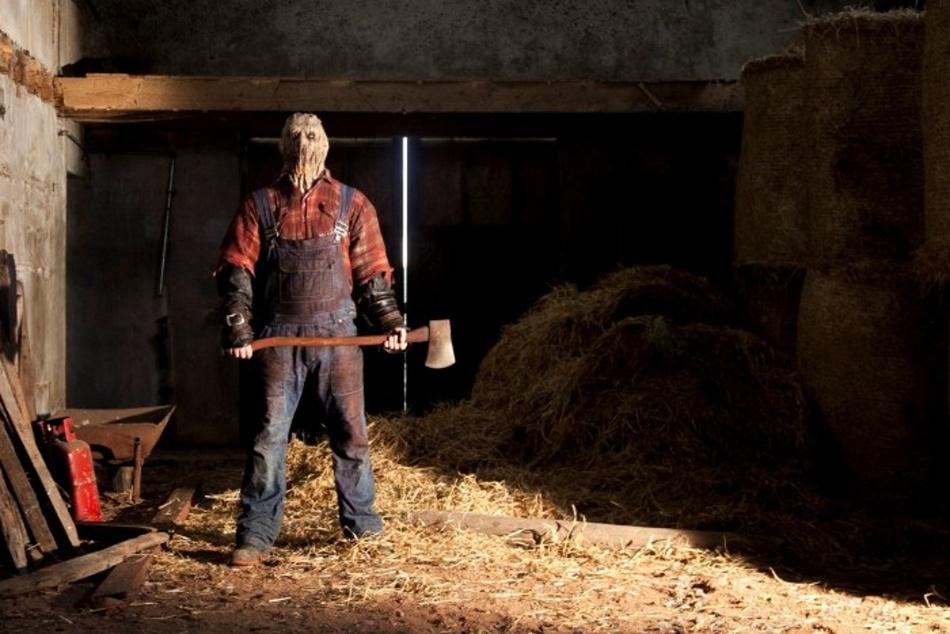 Redwood-Massacre-killer-holding-axe-700x467