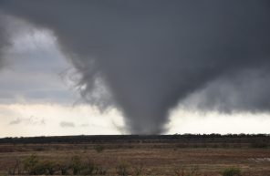 Tornado_in_southwestern_Oklahoma_on_November_7,_2011