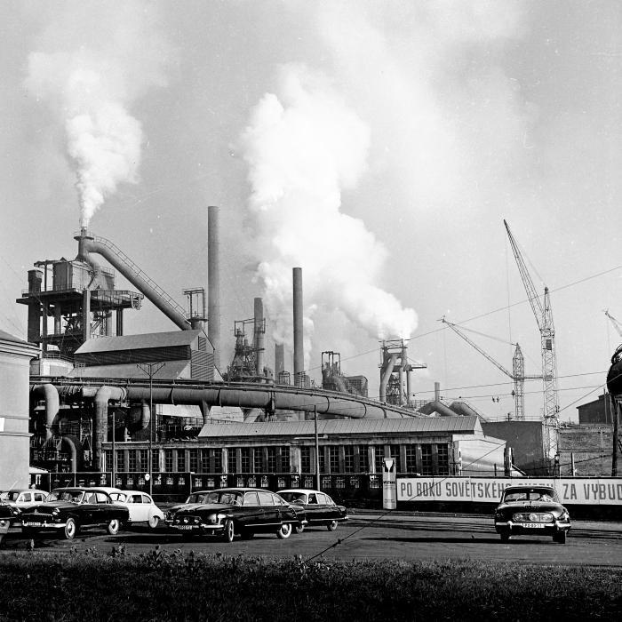 Vítkovické železárny v Ostravě. Z Československa se po roce 1949 stává kovárna socialistických států.