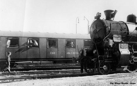 Foto: Únosem ke svobodě? Ukradený vlak odveze za hranice 111 lidí!