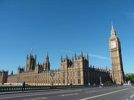 Trafalgarské náměstí v Londýně je ke koupi. Na nabídku naletí důvěřivý americký turisty.