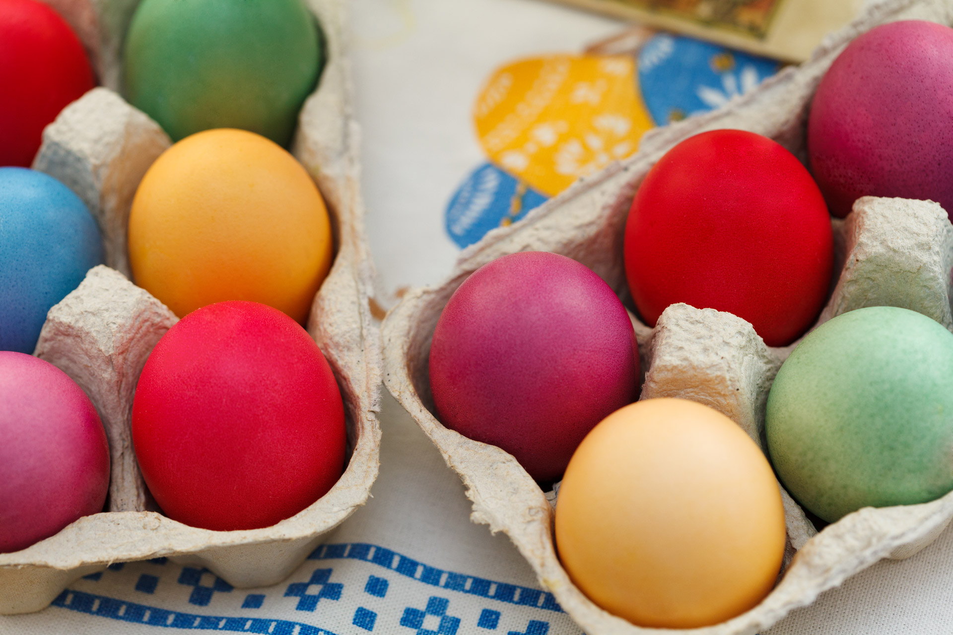colorful-easter-eggs-13269116339aC