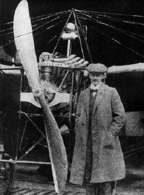Průkopník aviatiky v Čechách Jan Kašpar se dostane do dluhů a raději zvolí sebevraždu.