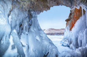 lakebaikalicecaves.jpg.990x0_q80_crop-smart