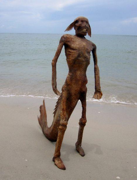 Foto: Netradiční umění: Mrtvé mořské panny jdou na dračku!