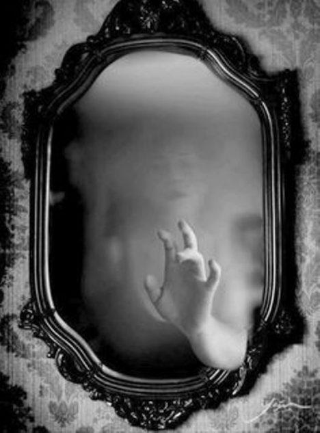 Foto: Tajemství spiritistů: Lze nahlédnout na onen svět pomocí zrcadla?