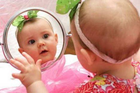 Foto: Ani krok z domu! Co lidová moudrost radí novopečeným matkám?