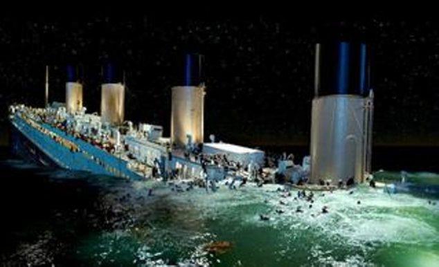potápějící se Titanik