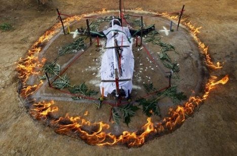 Foto: Osudný exorcmismus v Nikaragui: Upálili při něm ženu!