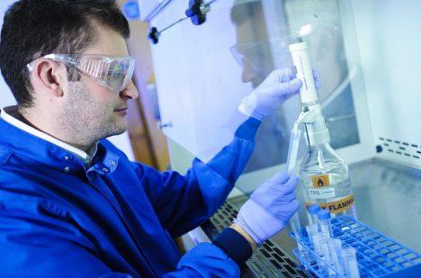 Foto: Objev desetiletí? Vědci zjistili, jak vyrobit z CO2 alkohol!