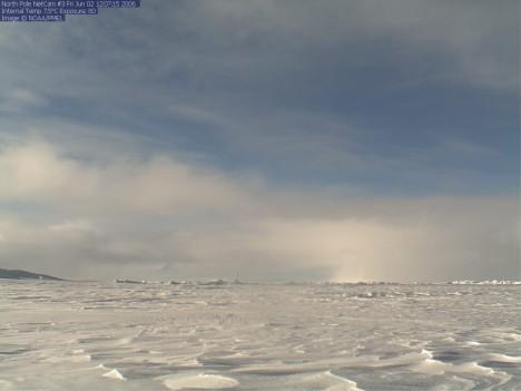 Severní pól se nachází přibližně uprostřed Severního ledového oceánu.
