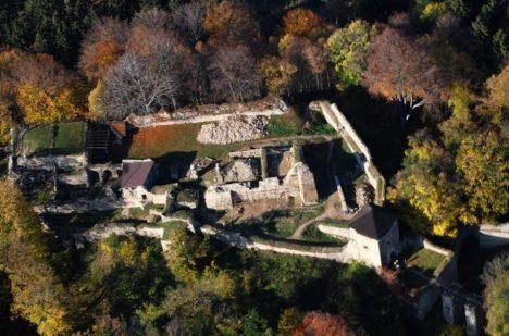Foto: Moravský hrad Lukov: Ukrývá prastarý poklad?