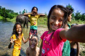 video-children-from-nepal-take-f