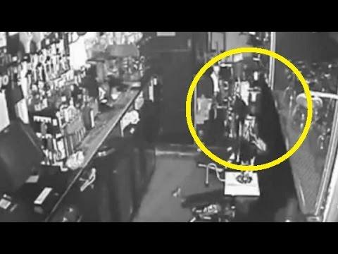 VIDEO: Duch v anglické hospodě