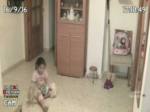 VIDEO: Holčička  vs. duch