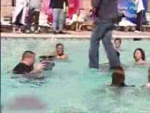 VIDEO: Kouzelník Criss Angel chodí po vodě!