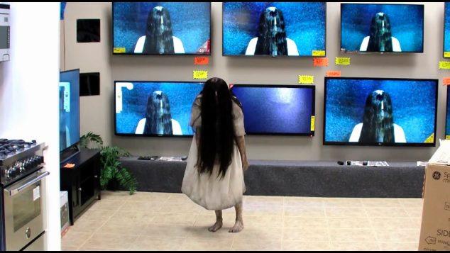 VIDEO: Samara z horroru Kruh ožila!