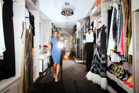 Foto: 4x luxusní šatníky slavných: Čím se chlubí Paris Hilton?