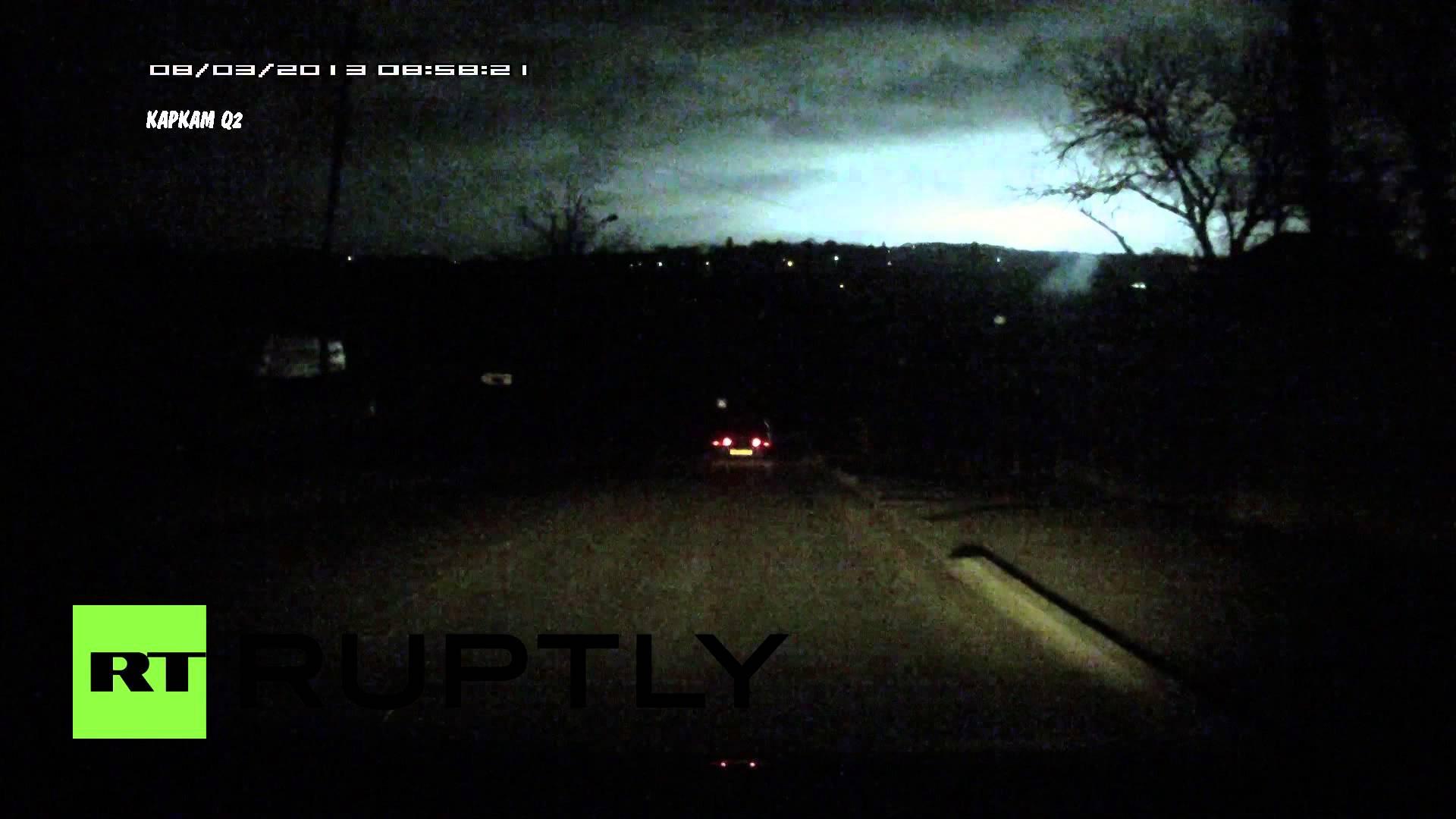 Záhadné oslňující světlo nad nočním Ruskem!