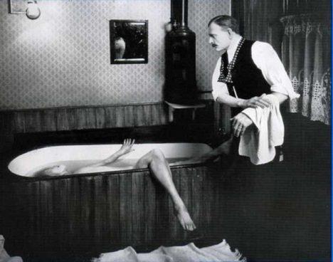 zavražděná žena ve vaně